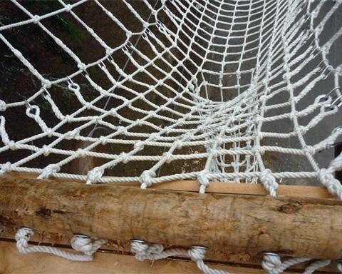 Веревочная сетка для лазания (ячейка 20x20 см, канат d=14 мм)