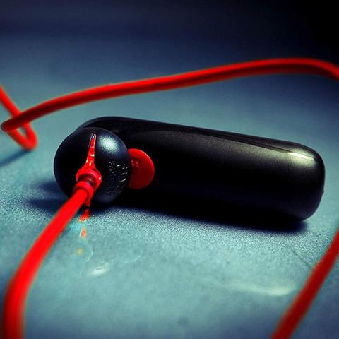 Fun Factory Bullet - Вибропуля аккумуляторная с зарядным кабелем