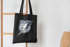 Сумка-шоппер с принтом Тампа-Бэй Лайтнинг (NHL Tampa Bay Lightning) черная 004