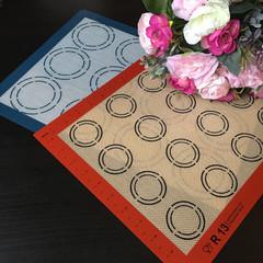 Коврик силиконовый армированный с рисунком для макаронс (Размер коврика 42х29см.)