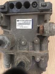 Тормозной модулятор EBS MAN TGA Б/У в отличном состоянии  Тормозной мудулятор на мосту МАН  Размер резьбы 1M16 x 1,5  Размер резьбы 2M22 x 1,5  Рабочее давление до [бар]max. - 12.5  KNORR-BREMSE - 0486203023  OEM MAN - 81521066013: 81521066010: 81521061913