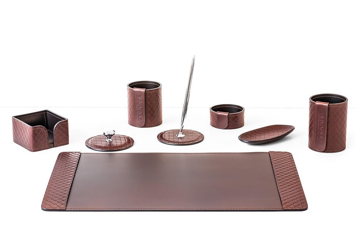 Настольный набор по Акции 8 предметов из кожи цвет Brown/шоколад.