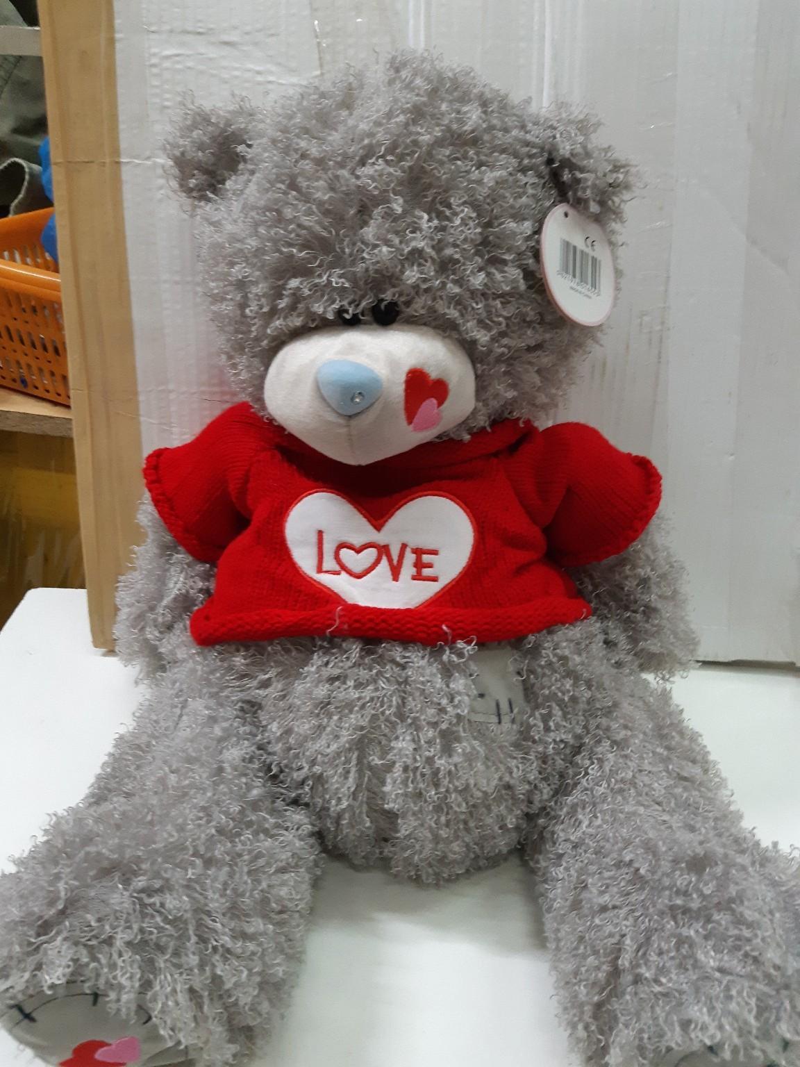 Мишка Тедди в красном свитере с сердцем