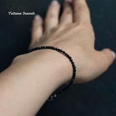 Тонкий браслет из черной шпинели