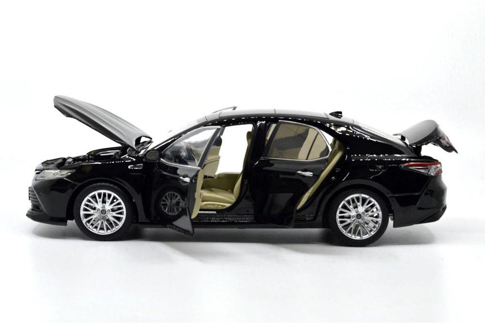 Коллекционная модель TOYOTA CAMRY V70 2020 BLACK