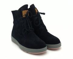 Зимние ботинки темно-синего цвета из натурального велюра