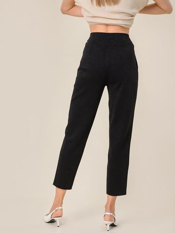Женские брюки с защипами черного цвета из вискозы - фото 4