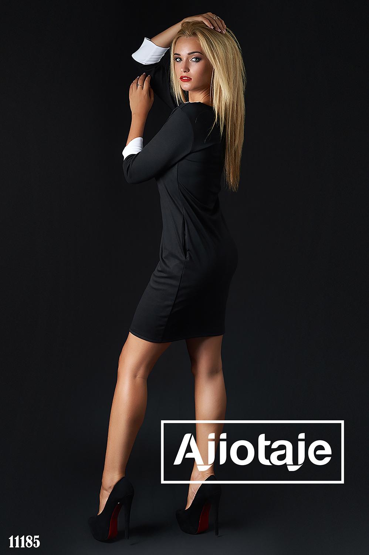 Черное платье миди облегающего силуэта