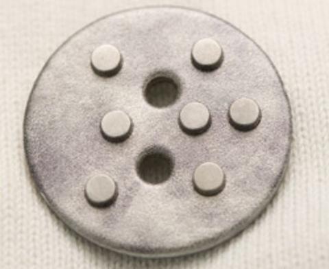 Пуговица кожаная с металлическими клёпками, серая, 55 мм