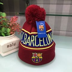 Вязаная шапка с помпоном и с логотипом ФК Барселона (Barcelona) красная