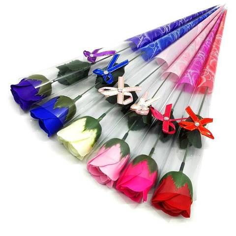 Декоративная мыльная роза и в подарочной плёнке с бантиком розовая