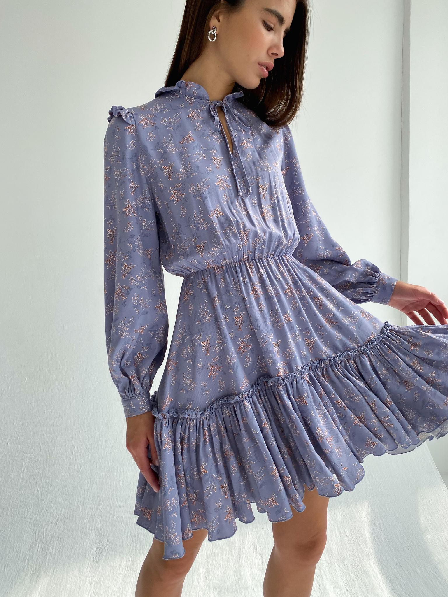 Платье мини с акцентом на талии (цветы на сиреневом)
