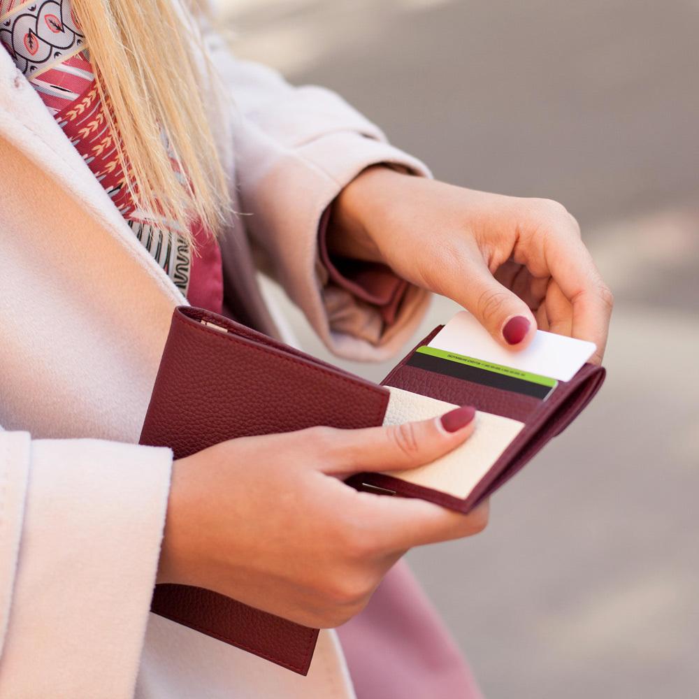 Картхолдер-кошелек Perle Bicolor из натуральной кожи теленка, вишневого цвета
