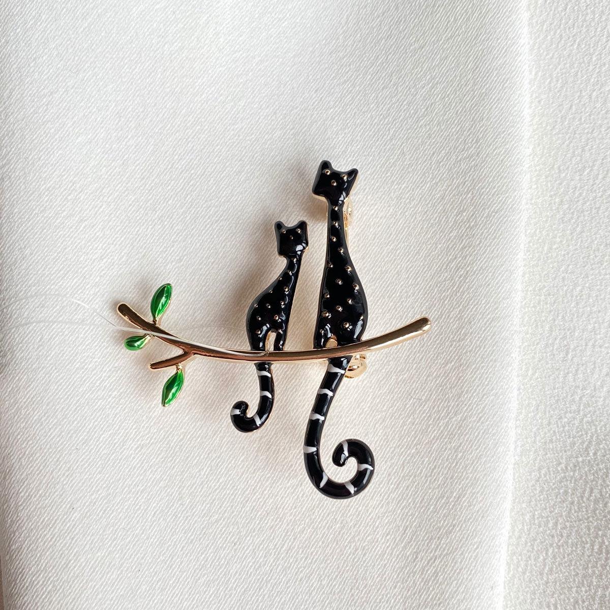 Брошь Коты на ветке черный эмаль