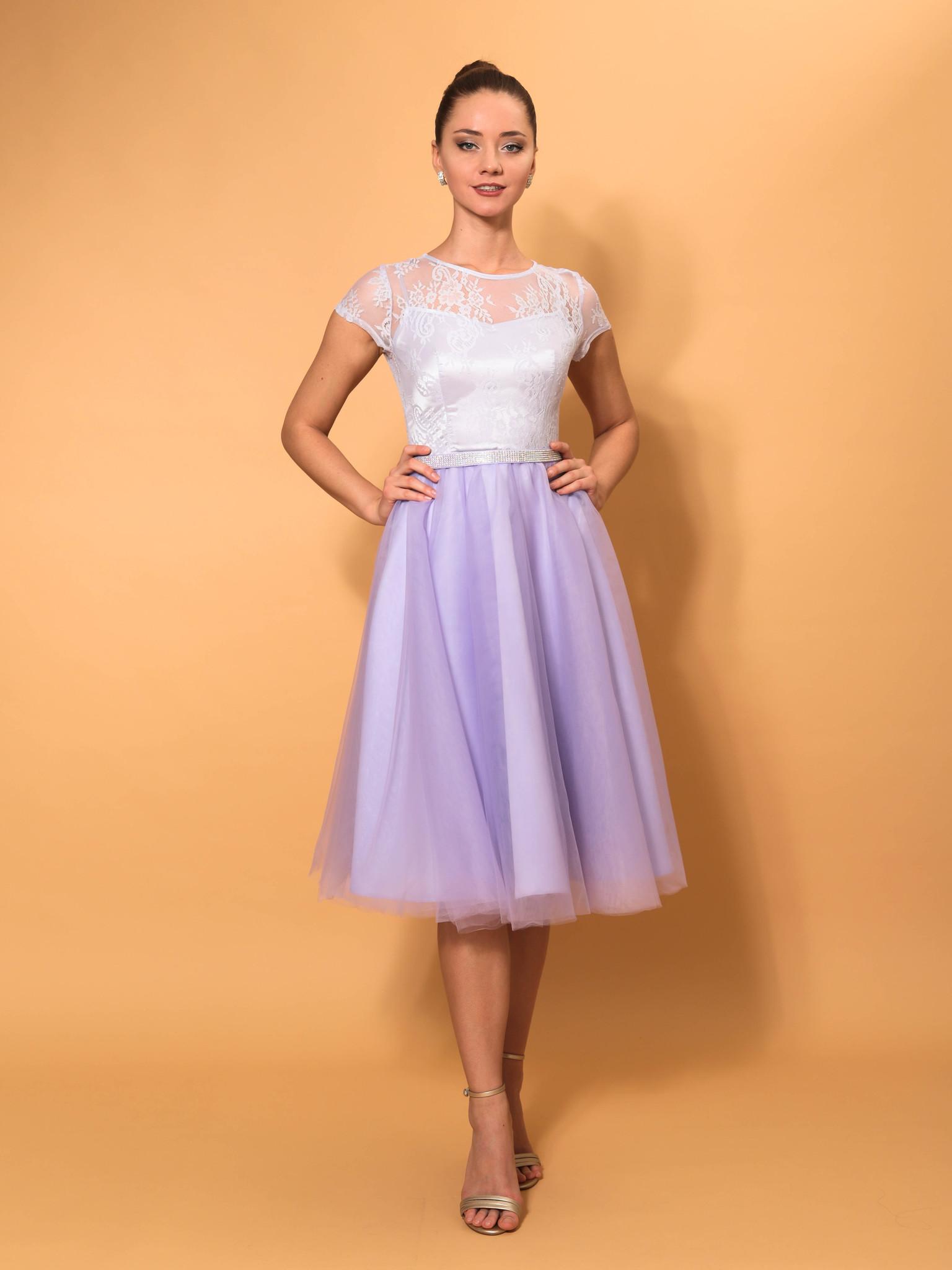 Нарядное кружевное платье с короткими рукавами миди (лаванда)