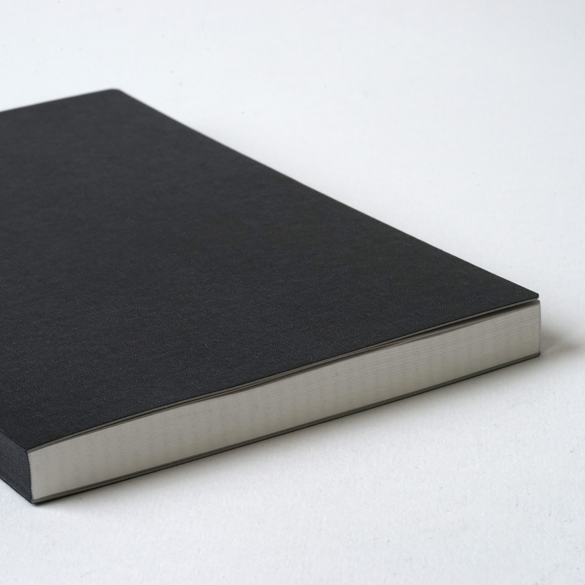 Ito Bindery Блокнот в клетку Grid A5 Slim Black