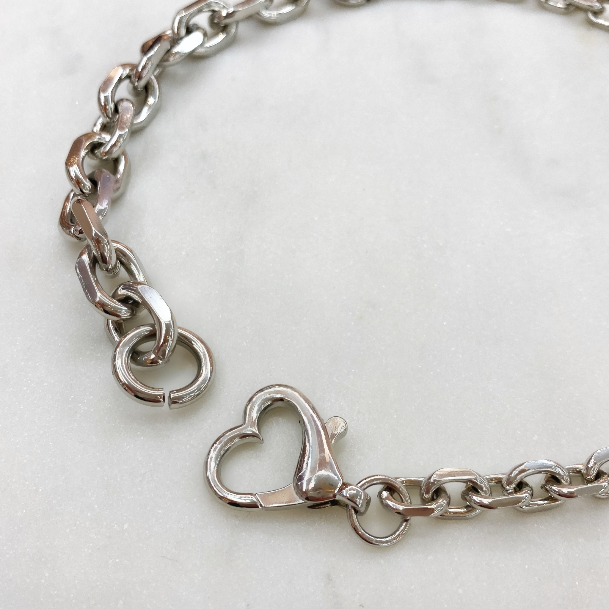 Колье-цепь с карабином-сердечком (серебристый)