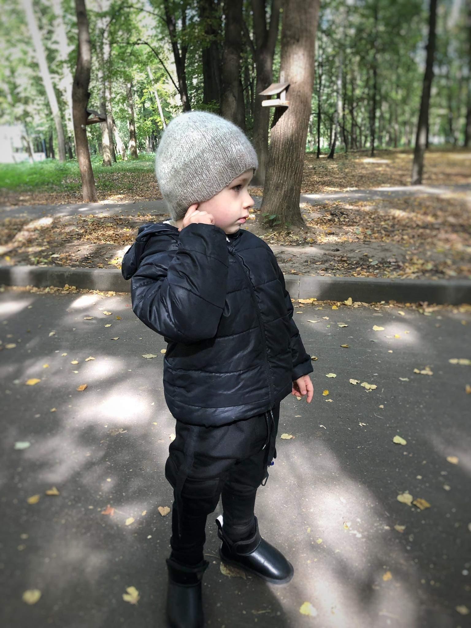 Вязаная шапочка для мальчика из ангоры серая меланж