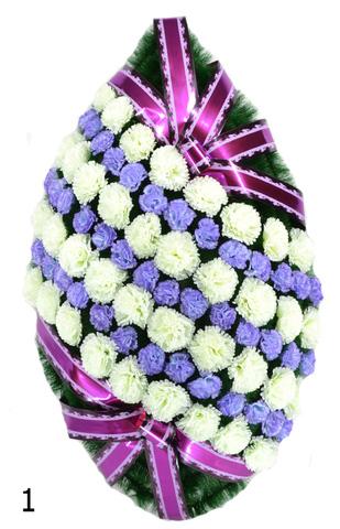 Венок украшенный цветами хризантем и гвоздик