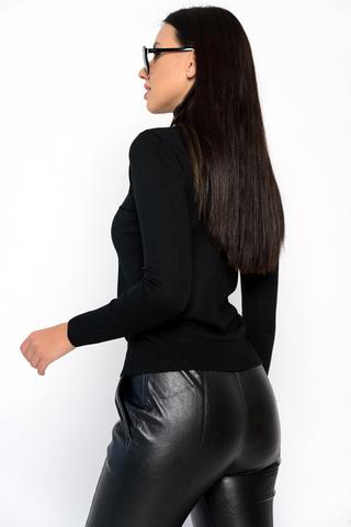 <p>Модный джемпер из мягкого кашемира отлично сочетается с юбкой, брюками и джинсами, создавая стильный ансамбль практичности и утонченности.</p> <p><span>(Один размер: 42-48)</span></p>