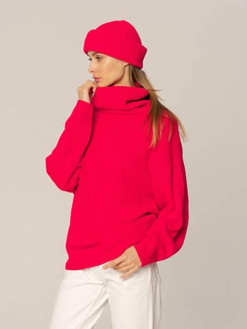 Женский комплект из свитера и шапки ярко-розового цвета - фото 2