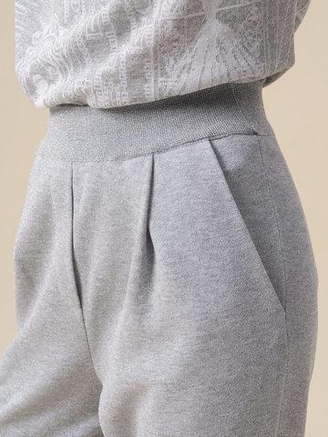 Женские брюки с защипами серебряного цвета из вискозы - фото 5