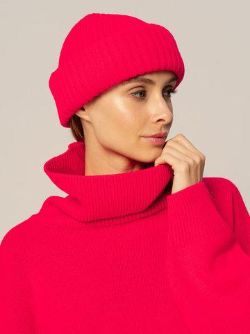 Женский комплект из свитера и шапки ярко-розового цвета - фото 5