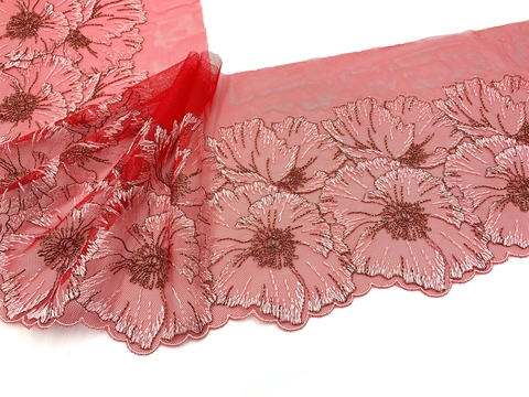 Вышивка на сетке красная (правая) 17 см