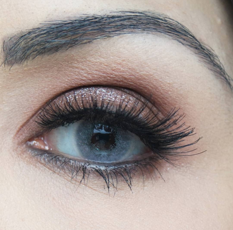 Серые линзы на карих глазах