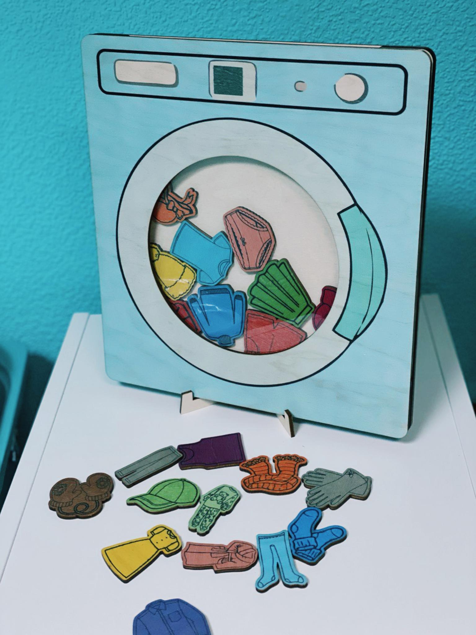 Стиральная машина с набором одежды
