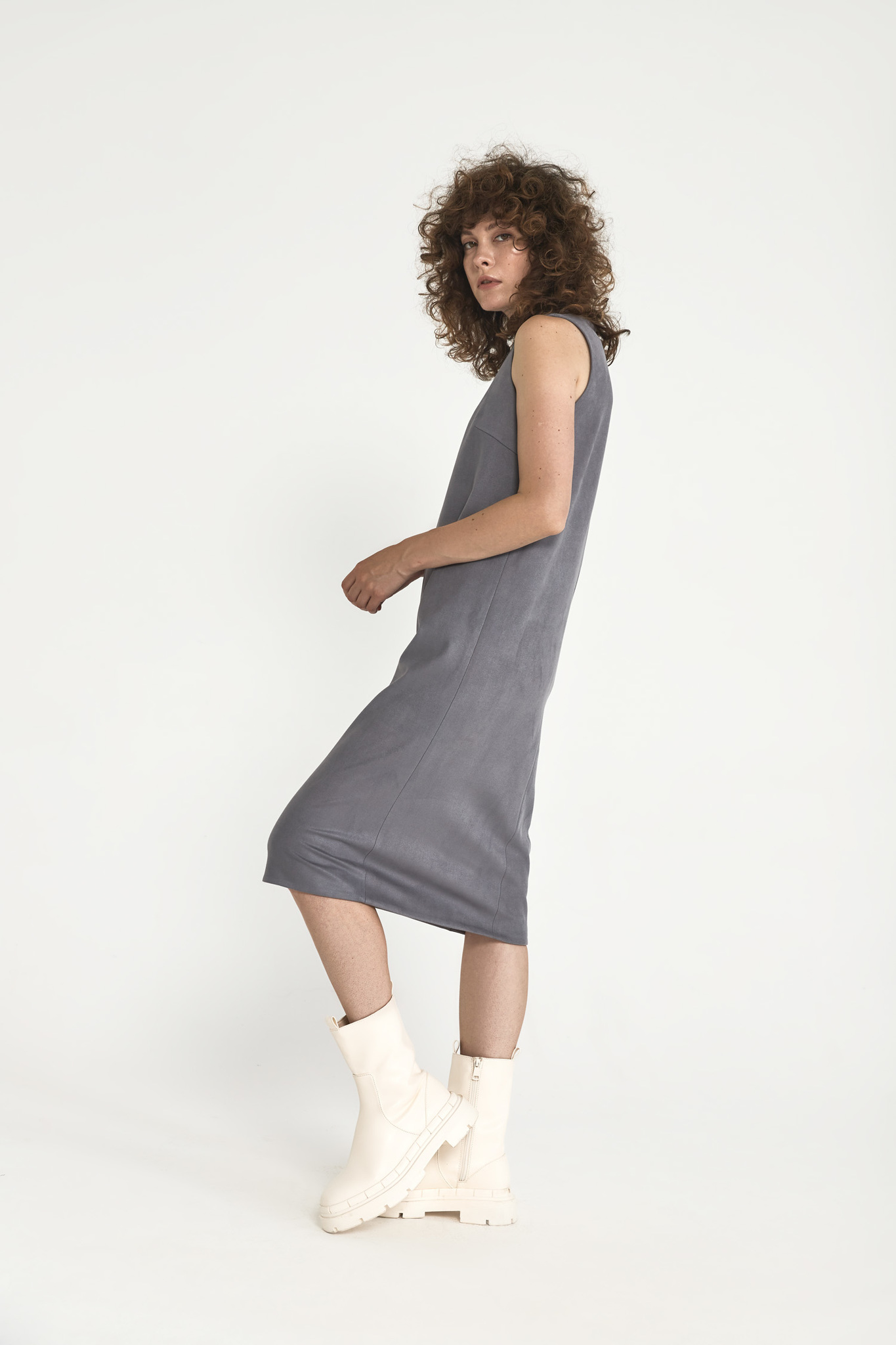Платье-футляр миди из искусственной замши, серый