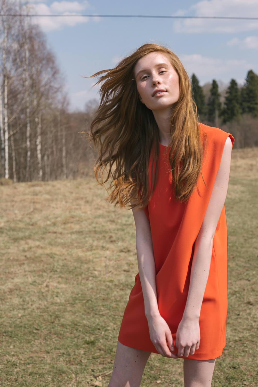 Платье туника с квадратным вырезом-капелька на спинке