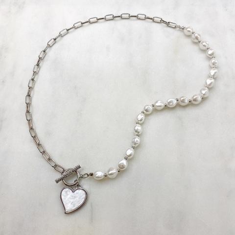 Колье-цепь с жемчужинами и подвеской-сердечком (серебристый)