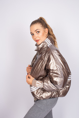 Куртка утепленная с широкими манжетами недорого