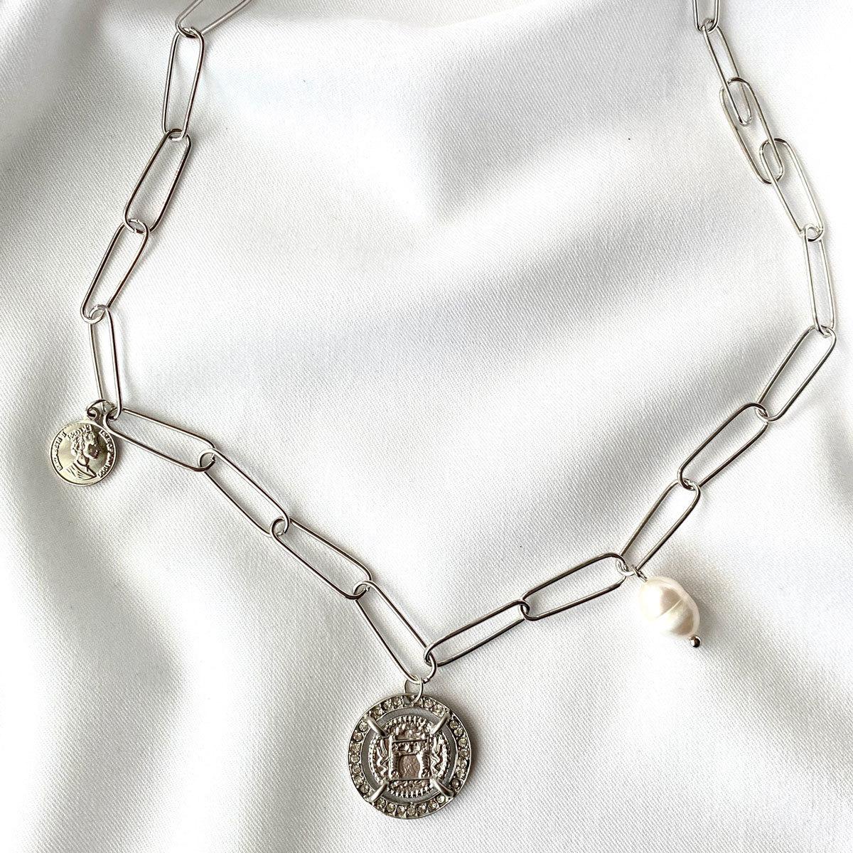 Колье-цепь с подвесками герб, барочный жемчуг, монетка (серебряный)