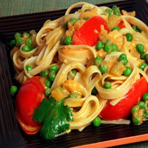 https://static-sl.insales.ru/images/products/1/258/36266242/yellow_curry_veg_noodles.jpg