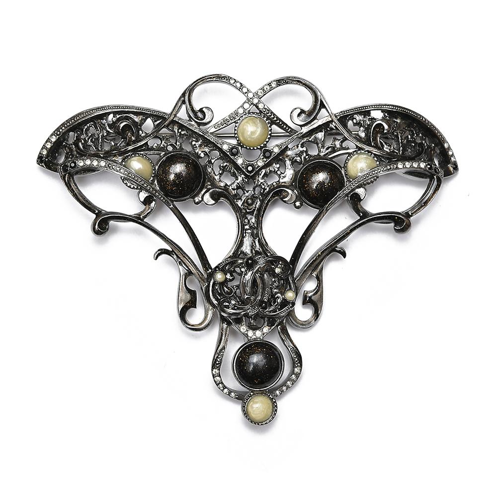 Брошь Chanel из осенней коллекции 2011 г.
