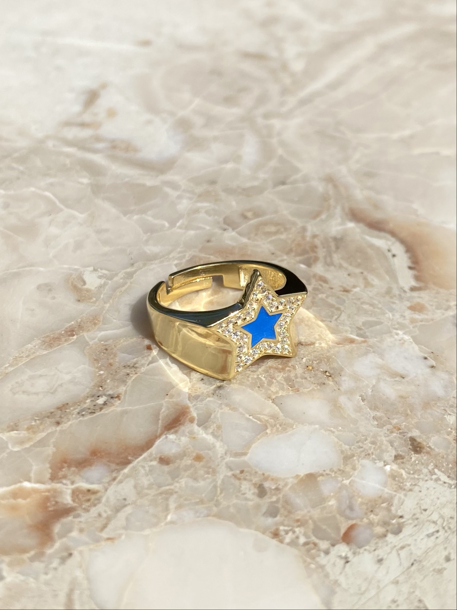 RIng in gold plated silver with blue enamel