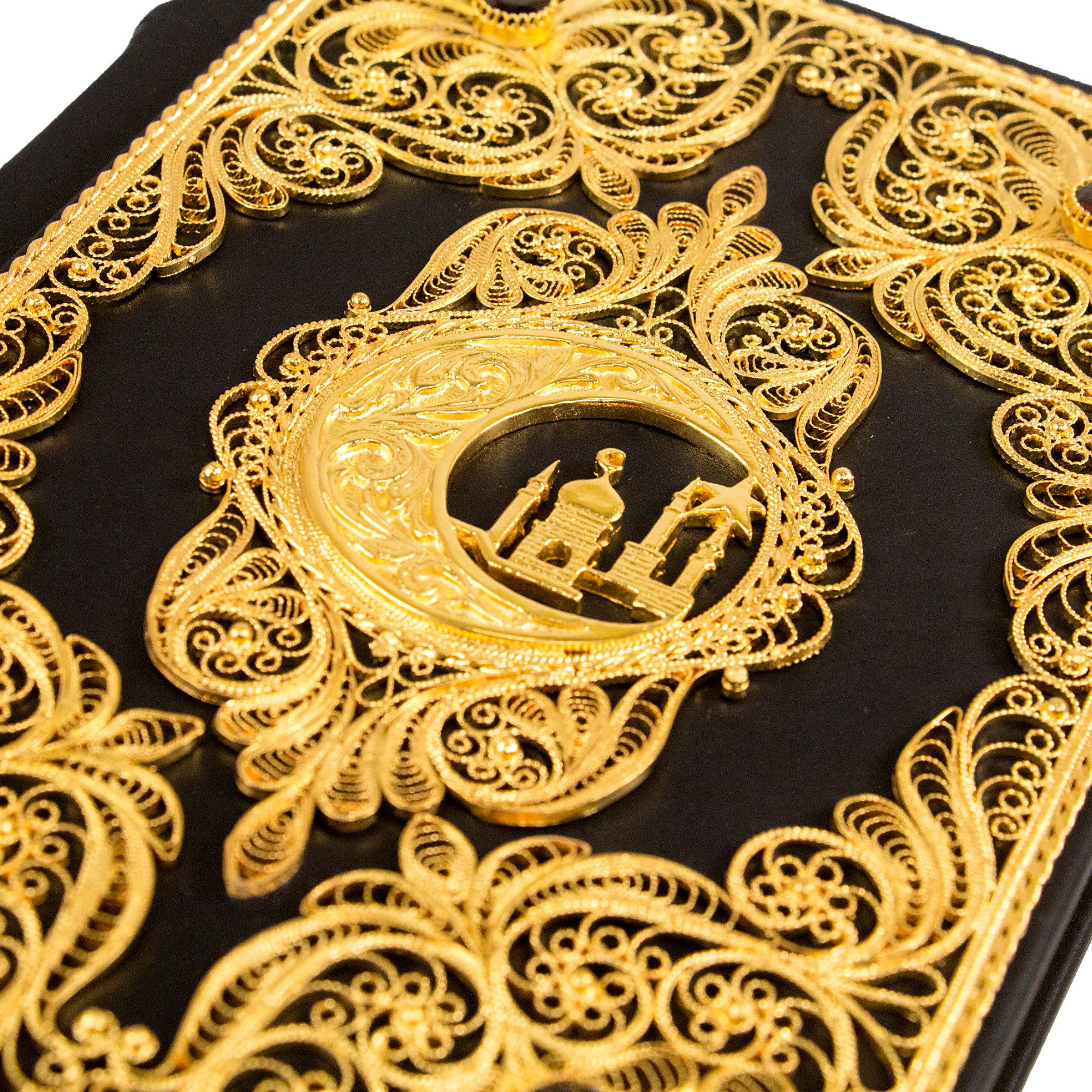 Коран с филигранью и гранатами