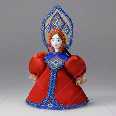 Малая подвесная кукла в кокошнике с ромбами