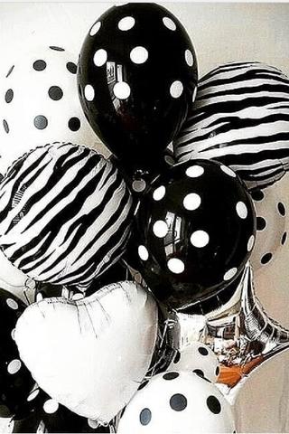 Черно-белый букет из воздушных шаров