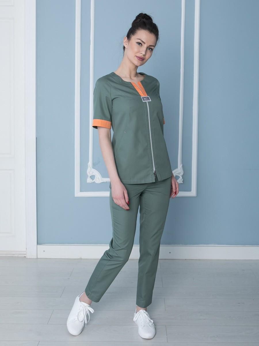 Стильный и элегантный медицинский костюм цвета хаки из ткани сатори.