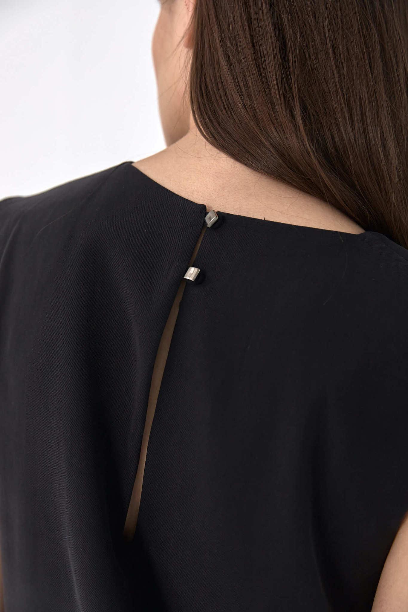 Платье-туника с акцентным плечом, черный тенсел