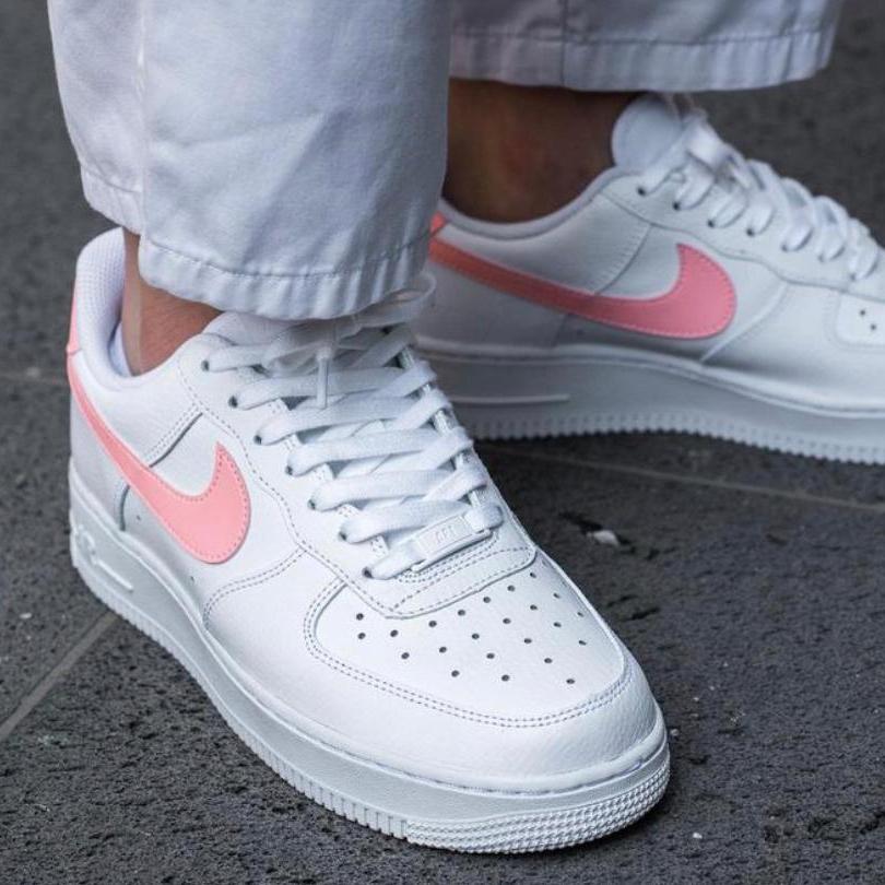 Nike Air Force 1 07 White Pink Swoosh
