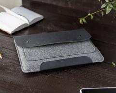 Чехол-конверт для Macbook синий на кнопках