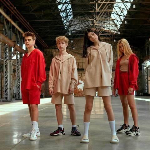 Підлітковий костюм з льону з шортами для дівчинки в червоному кольорі