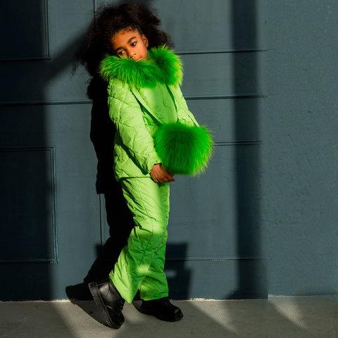 Дитячий демісезонний костюм зеленого кольору з натуральної опушкою