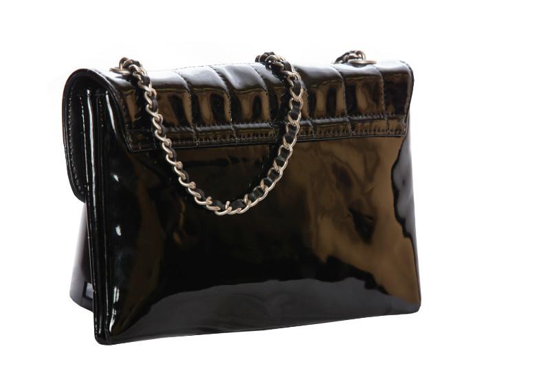 Стильная лаковая сумка с оригинальным декоративным элементом в виде клавиш от Chanel 2000 г.