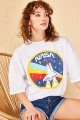 Qadın üçün geniş ölçülü ağ t-shirt 10501025