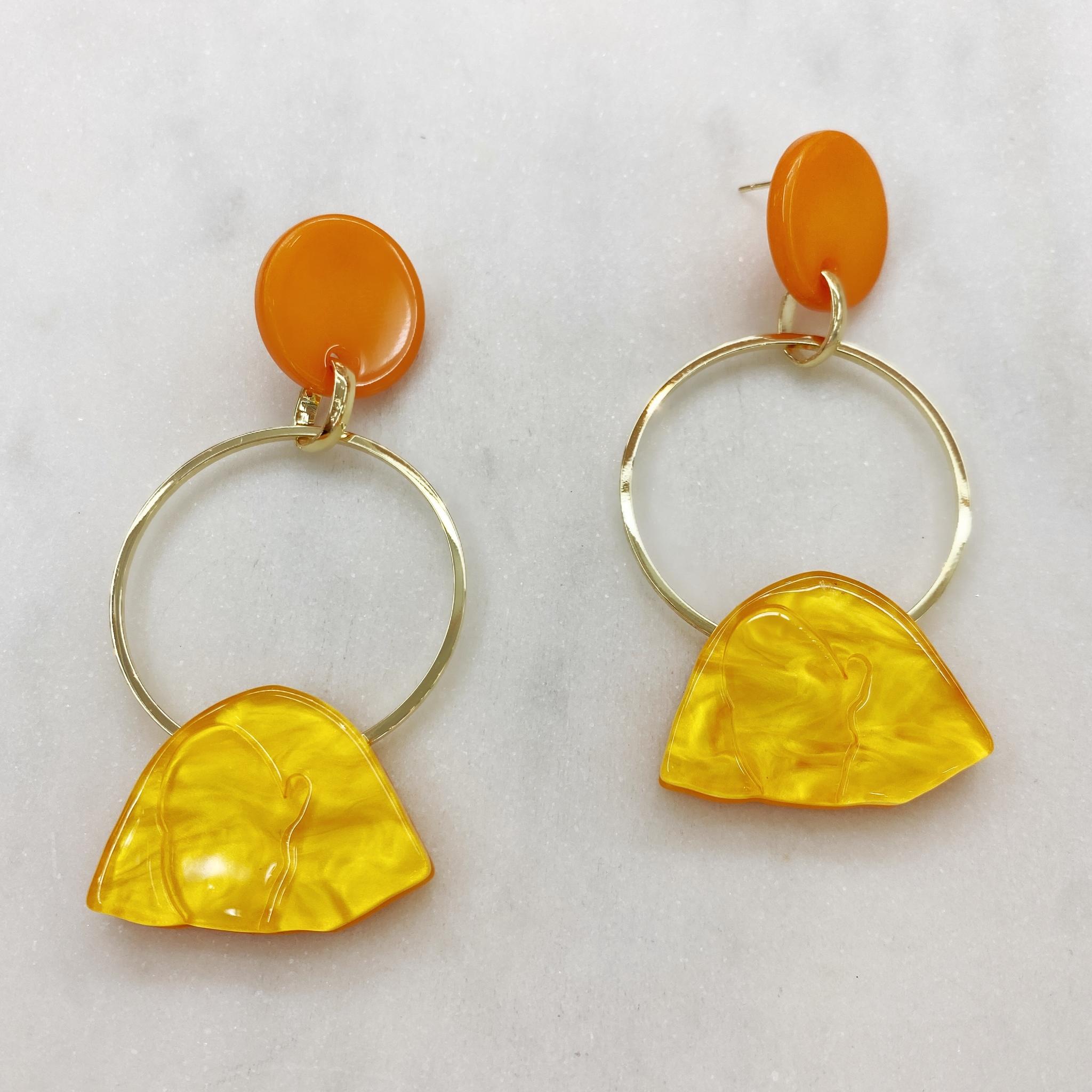 Серьги с подвесными кольцами, акрил (желтый, оранжевый)
